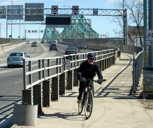 La piste cyclable du pont Jacques-Cartier