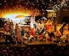 Musique disco, décors paradisiaques et somptueuses chorégraphies forment les principaux ingrédients de la comédie musicale Mamma Mia, présentée à Québec.
