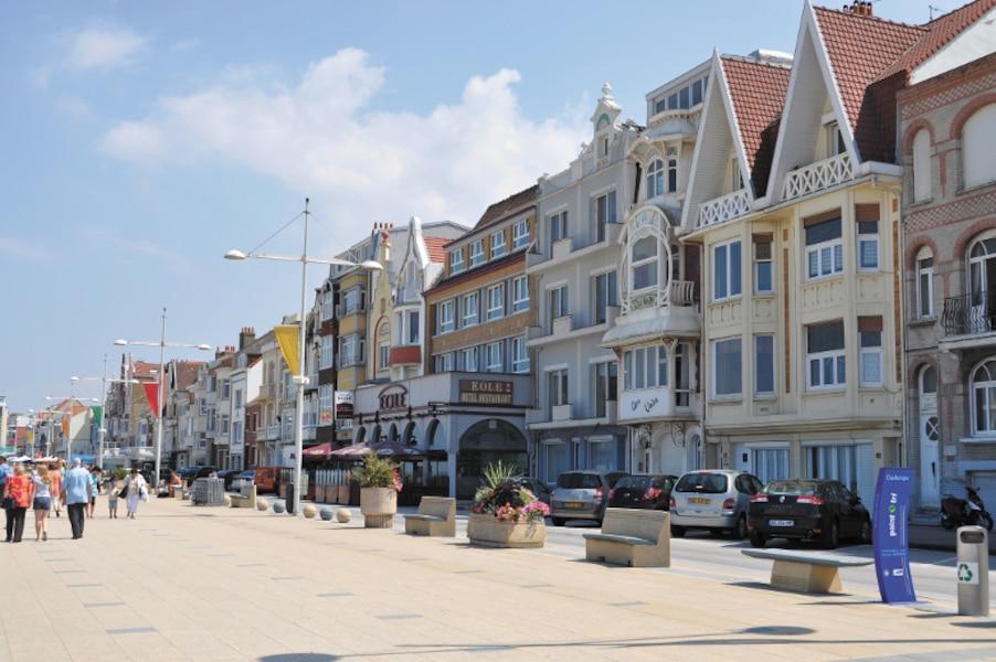 Ces dr les de gens qui marchent dans la mer jdm - Office du tourisme francais bruxelles ...