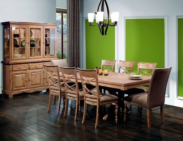 L'ensemble TRADITIONS de Bertanie est fabriqué au Canada en bouleau solide nord-américain. On y découvre le charme de meubles antiques combinés avec les techniques de construction les plus modernes. De petits tiroirs, des portes vitrées, des portes lambrissées et encadrées dans les buffets nous font voyager dans le temps et à travers les traditions. Il y a 142 finitions possibles pour ces meubles et elles peuvent être combinées. Une sélection de plus de 150 tissus peut être utilisée pour recouvrir les chaises.