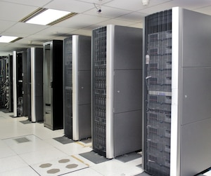 Au Québec, quelque 73 serveurs gouvernementaux ont Windows2000 comme système d'exploitation (<i>photo de serveurs à titre illustratif seulement</i>).