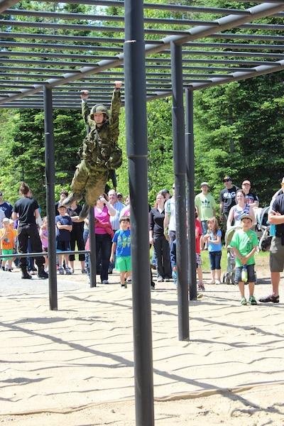 Pas moins de 9000 curieux ont pris part à la journée portes ouvertes de la base de Valcartier hier, qui offrait l'occasion de souligner en grand les 100 ans des installations militaires.