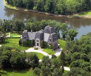L'annonce de l'agence Sotheby's mentionnait qu'un héliport pouvait être aménagé sur le terrain de Céline Dion.
