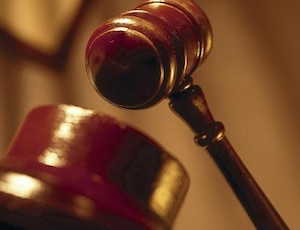 bloc situation justice marteau