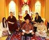 Thaye Dorje (2e à gauche)