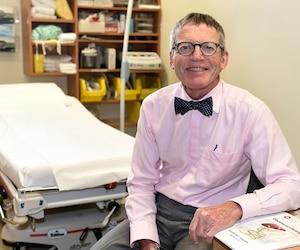 Le Dr Simon Biron a troqué la chirurgie pour les conférences.