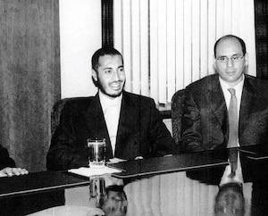 Sur cette photo prise au 21e étage du siège social de SNC-Lavalin à Montréal, on voit l'ex-pdg de l'entreprise Jacques Lamarre, Saadi Kadhafi, Riadh Ben Aïssa, un ex-cadre de SNC, et Gilles Laramée, ex-vice-président finances, au début des années2000.