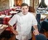L'Auberge Saint-Antoine et son restaurant sont au sommet du classement canadien de TripAdvisor dans leurs catégories respectives. Sur la photo, le chef Julien Ouellet.