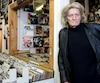 La passion de Juan Rodriguez pour la musique est encore intacte. Il pose ici dans le magasin de disques Cheap Thrills, à Montréal, qu'il fréquente assidûment depuis 40 ans. photos Chantal Poirier et courtoisie