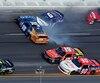 Le pilote originaire de Sainte-Marie-de-Beauce, Mario Gosselin (90), a su éviter les accidents majeurs pendant la course de la série Xfinity, dimanche après-midi à Daytona.