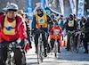 De plus en plus de Montréalais enfourchent leur bicyclette, beau temps, mauvais temps.