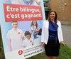 La présidente de la Commission scolaire English-Montreal, Angela Mancini, défend sa campagne de promotion du bilinguisme même si elle choque des membres de la communauté anglophone, qui déplorent l'absence de l'anglais sur l'affiche.