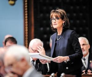 La « passion » de la ministre Kathleen Weil pour la transparence ne lui a pas permis de déposer un projet de loi avant la date limite du 15mai. «Que voulez-vous», a-t-elle lancé aux médias.