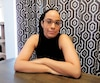 À 33 ans, Manon Day a un important trouble de la parole, bouge difficilement et se fatigue rapidement à cause du Parkinson.