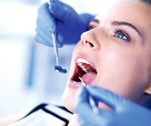 Sur la chaise, les patients sont à la merci de leur dentiste.