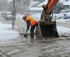 Un bris d'aqueduc survenu dans la matinée du samedi 13 février 2016 a entraîné la fermeture d'une rue dans le secteur de La Haute-Saint-Charles, à Québec. Une conduite d'eau a éclaté peu avant 8 h sur la rue de la Faune, près de la rue Ernest-Verret. AURÉLIE GIRARD/AGENCE QMI