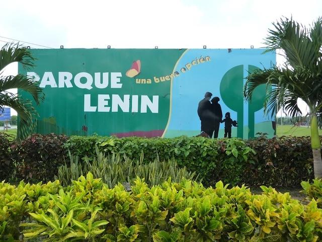Une des entrées du Parc Lénine de La Havane.