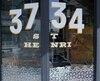 Le restaurant 3734 de la rue Notre-Dame Ouest a eu sa vitre brisée et sa salle à manger aspergée de peinture blanche dans la nuit de mercredi à jeudi.