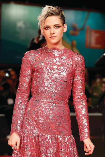 Kristen Stewart a ébloui les photographes dans cette tenue scintillante signée Chanel.
