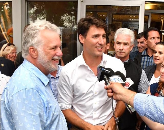 Les premiers ministres Philippe Couillard et Justin Trudeau répondent aux questions des journalistes.