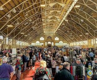 Un marché de trouvailles vintage à découvrir