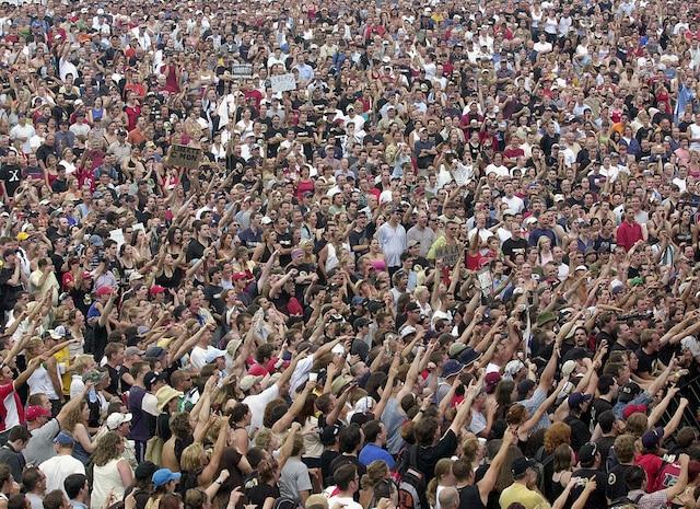 La manifestation du 22 juillet 2004 a attiré un nombre record de participants très émotifs. La foule réclamait le droit à la liberté d'expression.