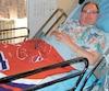 Robert Tremblay, qui réside au CHSLD Notre-Dame-de-la-Merci, à Montréal, a la chance d'avoir un climatiseur dans sa chambre. Bien qu'il doit payer 30$ par année, cet appareil lui sauve la vie en période de canicule, dit l'homme de 59ans.