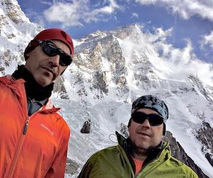 En 2016, Serge Dessureault et Benoît Lamoureux avaient tenté l'ascension du K2, dans le nord du Pakistan. Leur expédition s'était arrêtée à environ 7200 mètres d'altitude. Une énorme avalanche avait détruit les camps3 et 4.