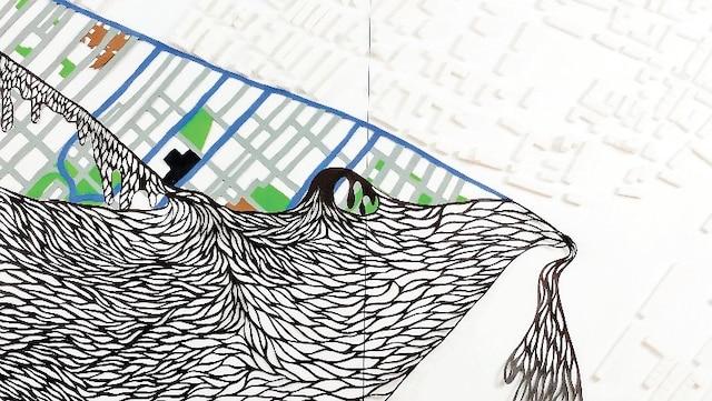 Art-hier-goût – 2018<br /> Dominique Sarrazin, Maria Hoyos<br /> Sucre sur bois, acrylique et psaligraphie sur papier goudron<br /> Tracé du «Faubourg à m'lasse» et de ses environs. Des cubes de sucre qui dressent une muraille entre le quartier ouvrier et son voisinage. Des formes ciselées qui rappellent l'écoulement de la mélasse des fours détruits en 1963.