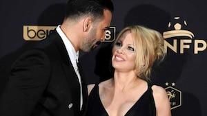 Pamela Anderson l'accuse de mener une «double vie»