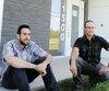 Jonathan Martin-Desloges (à gauche) et Jason Chouinard ont arrêté de consommer depuis qu'ils sont au centre L'Appart. L'établissement, qui offre des services en réinsertion sociale à des toxicomanes, n'a plus de financement public.