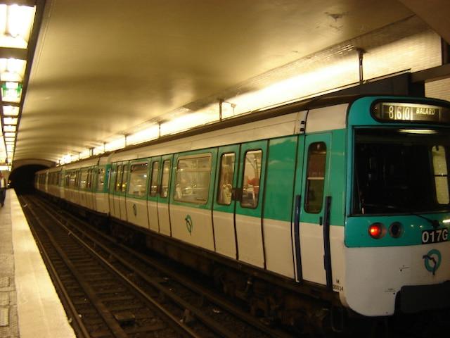 Cependant, le métro parisien est en grande partie souterrain.