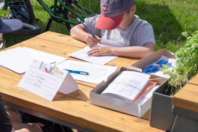 Plus de 10 000 cartes postales ont été écrites cet été dans le cadre de la Grande Tournée pour être expédié en 2042 au 400e de Montréal.