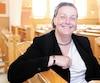 Caroline Dolbec entreprend le processus pour entrer chez les religieuses. On la voit ici à l'église Christ-Roi de Lévis.