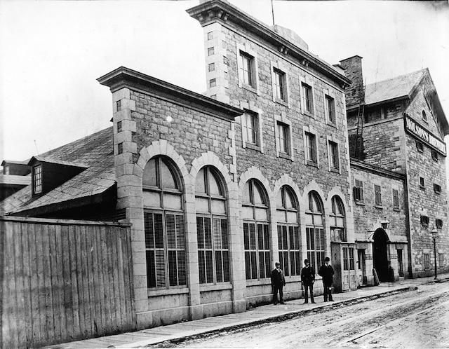 Les bâtiments emblématiques de la brasserie Molson, rue Notre-Dame à Montréal, ont grandement évolué au fil des années.