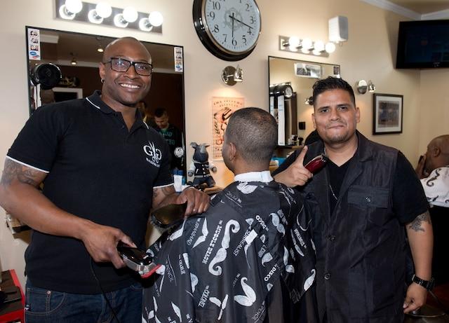 Les maitres barbier Gregory Audal (propriétaire) et Davis.