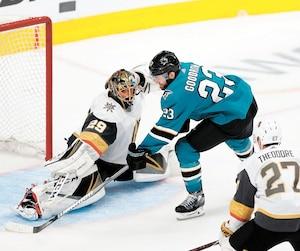 Barclay Goodrow, des Sharks, a déjoué Marc-André Fleury, des Knights, en prolongation du 7e match entre les deux équipes, mardi soir.