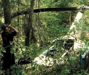 Le Bureau de la sécurité des transports du Canada (BST) a dépêché hier des enquêteurs afin d'examiner l'hélicoptère de Stéphane Roy. On tentera de faire la lumière sur la ou les causes possibles qui ont conduit l'appareil à s'abîmer en forêt, le 10 juillet.