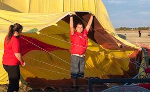 Maxime Trépanier était un passionné de montgolfières. Au moment de la prise de cette photo le 30 juillet dernier, il se préparait à faire un décollage.