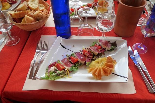 Un des plats concoctés par le jeune chef étoilé Olivier Samin, au restaurant Le Carré d'Aléthius à Charmes-sur-Rhône.