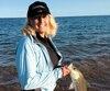 La pêche du bar rayé peut se pratiquer à partir de la côte, comme l'a fait Sylvie Bourget, de Québec.