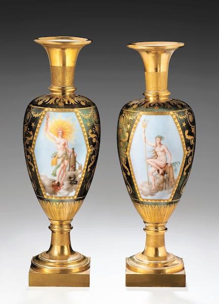 <b>Paire de vases fuseau Le Feu et L'Eau, 1806, peints par Nicolas-Denis Delafosse Porcelaine dure.</b></br> Des œuvres somptueuses qui ralliaient la nouvelle dynastie à l'ancienne noblesse.