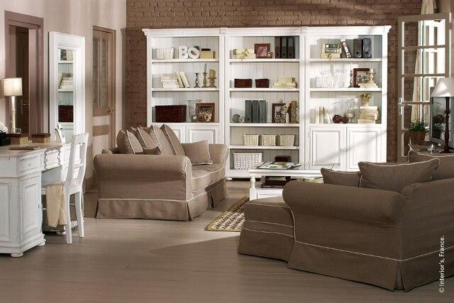 Simplicité et pureté, de la cuisine au salon, en passant par la chambre à coucher, voilà ce que propose la collection Albedo. Tous les éléments qui emplissent les rayons des bibliothèques sont des accessoires de décoration exclusifs à Mansard.