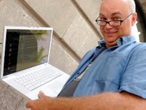 Le blogueur et ancien directeur d'école Mario Asselin estime que 40 % des enseignants québécois n'ont pas le désir, ou la volonté, d'être au diapason de leurs élèves quant à la maîtrise des nouvelles technologies.