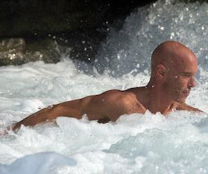 Normand Piché s'entraîne une trentaine d'heures par semaine en piscine et en eau vive.