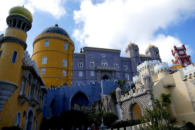 Le Palais de Pena et ses couleurs exubérantes.