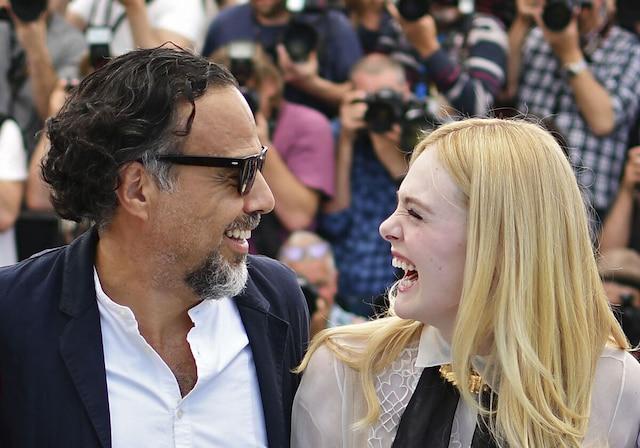 Le président du jury, le réalisateur mexicain Alejandro Gonzalez Inarritu, et l'actrice Elle Fanning, membre du jury, lors d'une séance photos mardi à Cannes.