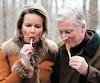 On ne saura pas avant la fin mars combien aura coûté la visite du roi Philippe et de la reine Mathilde de Belgique, que l'on voit ici en train de déguster de la tire à Ottawa, lundi dernier.