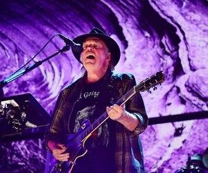 Le Canadien Neil Young sera de passage pour une toute première fois à Québec, le 6 juillet, sur la scène des plaines d'Abraham.