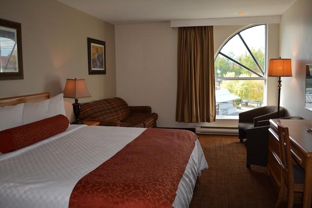 Le très grand lit se trouve à la chambre Royale.